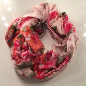 Accessories - Gorgeous spring scarf